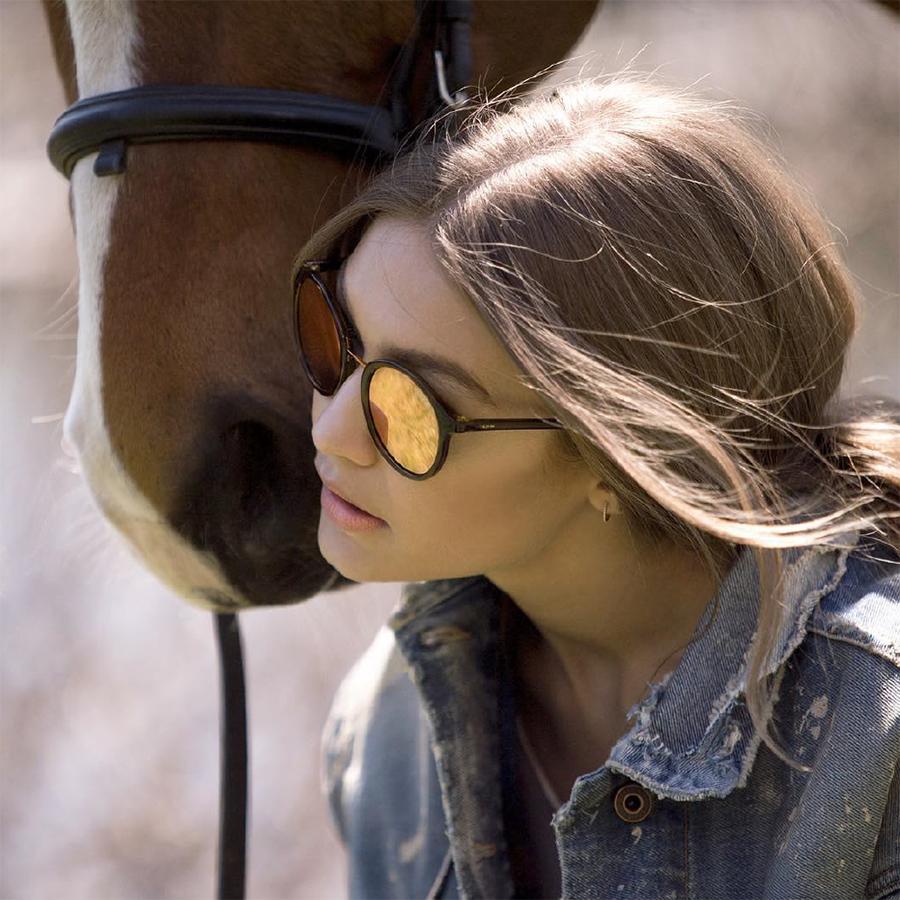 a0904815f4 Vogue, las gafas de sol de moda más femeninas de la temporada