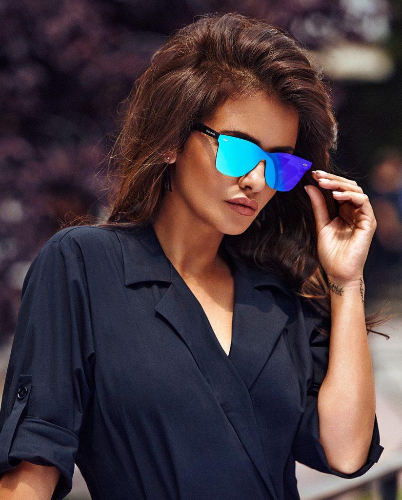 El otro día entregar élite  Las gafas de sol de Mónica Cruz son Hokana